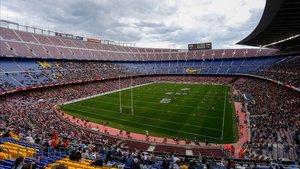 El Camp Nou vestido de campo de rugby en el triunfo de los Dragons Catalans.