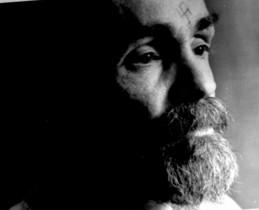 Charles Manson, durante una entrevista en prisión, en 1989.