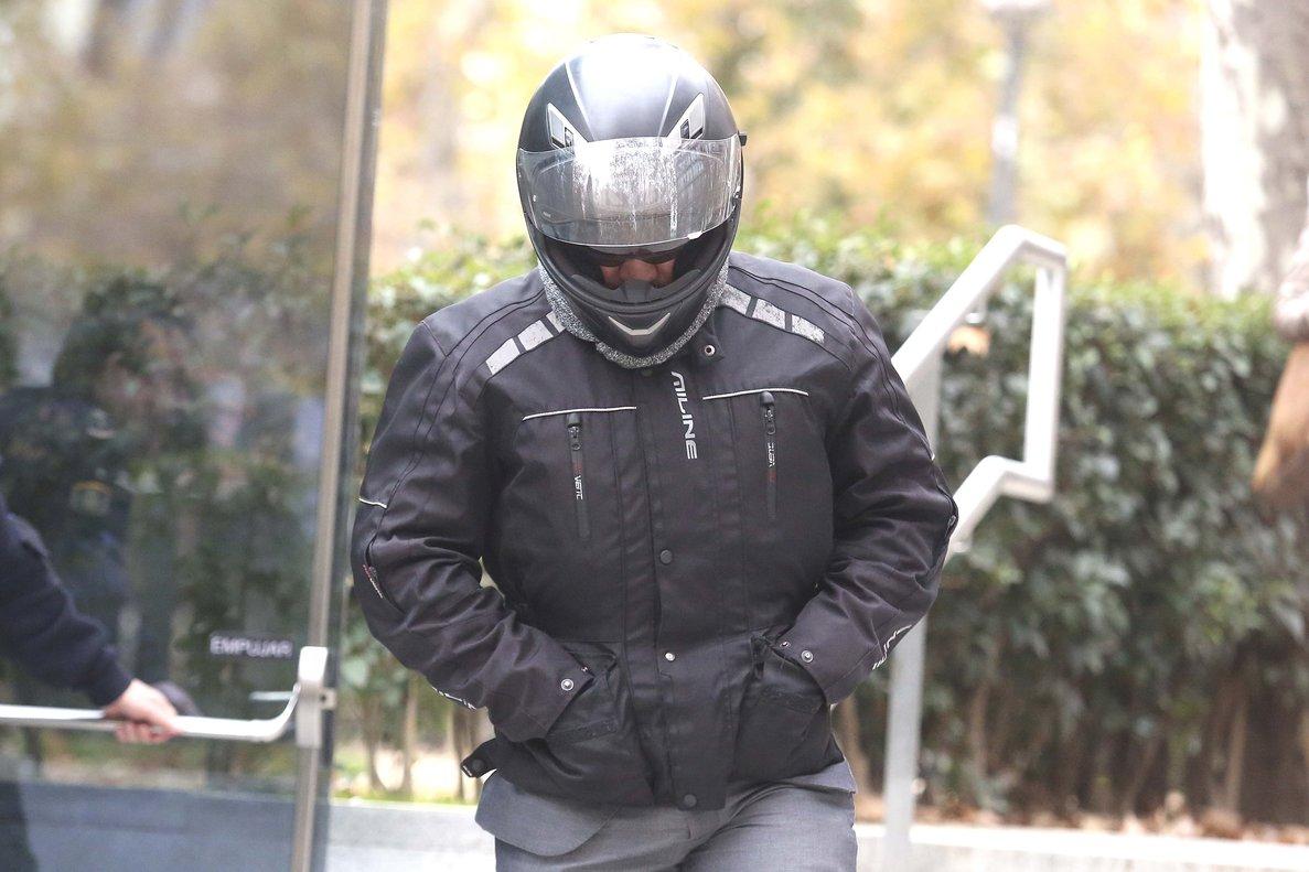 El chófer de Luis Bárcenas sale de declarar de la Audiencia Nacional, el 12 de diciembre.