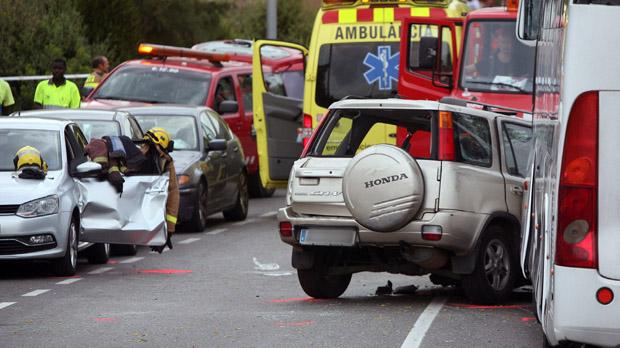 Un autocar y un turismo han colisionado en la carretera que une Salou y La Pineda.
