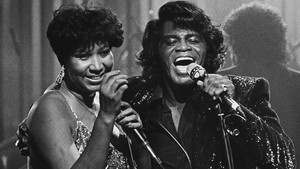 Aretha Franklin y James Brown, en 1987.