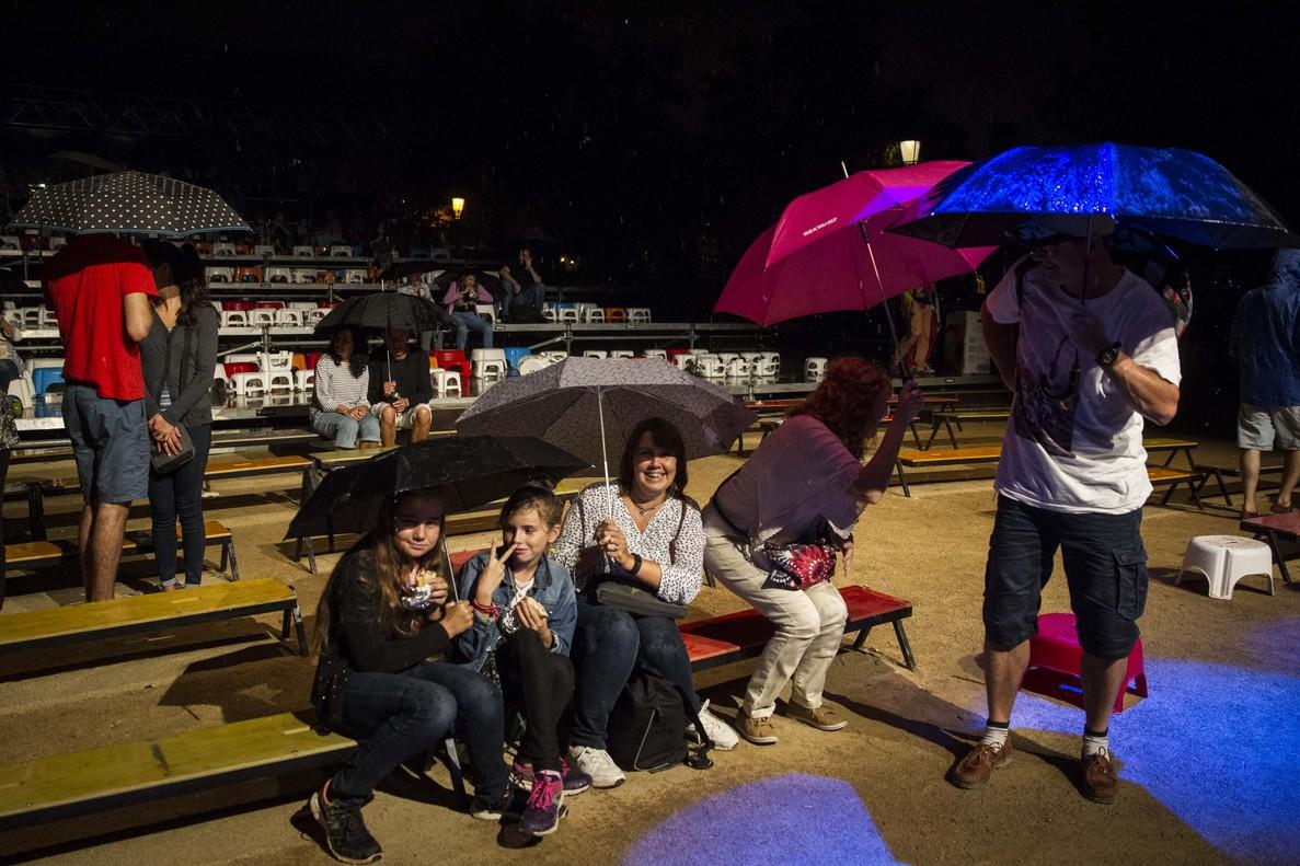 Debido a la tormenta, suspendidos los actos en el Parc de la Ciutadella.