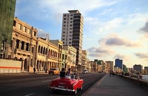 Un descapotable en La Habana.