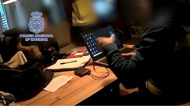 Detenido en Sevila el organizador de una red de pornografía infantil.