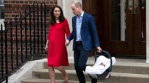 La duquesa de Cambridge abandona el hospital el pasado lunes junto a su marido, el príncipe Guillermo, a las siete horas de dar a luz a su tercer hijo.