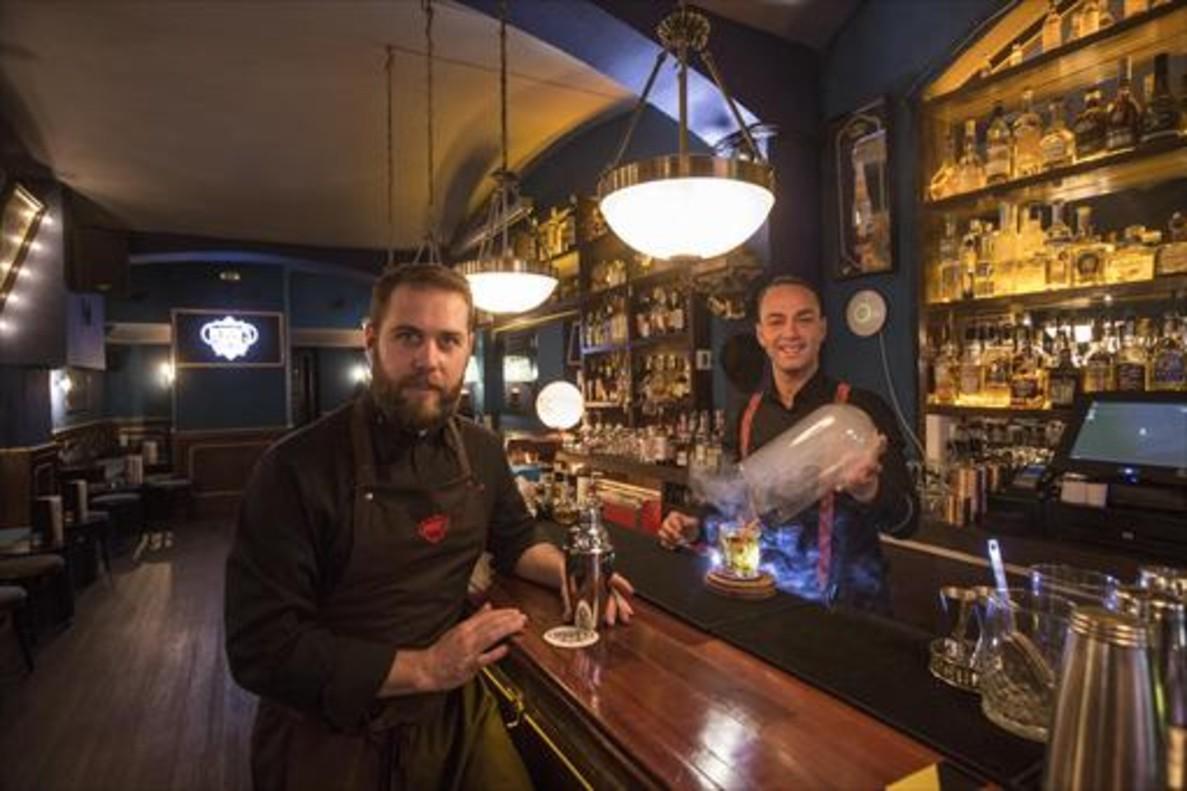 Los co-propietariosEric Basset y DanyMartín inauguraron el local como bar secreto el pasado noviembre.