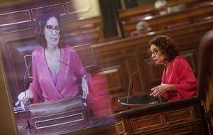 La ministra de Hacienda, María Jesús Montero, interviene desde la tribuna del Congreso en una sesión plenaria, en Madrid (España), a 10 de septiembre de 2020. En el pleno de hoy, el Congreso debate, entre otras cuestiones, el acuerdo sobre la cesión al Ejecutivo de los remanentes de los ayuntamientos para paliar los efectos económicos del coronavirus y la aplicación o no de la eutanasia.