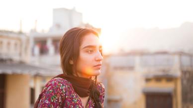 'El viaje de Nisha': el choque cultural de una paquistaní que vive en Noruega