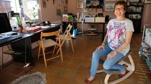 EN SU CASA.Francina Alsina, en uno de los espacios en los que habitualmente trabaja.