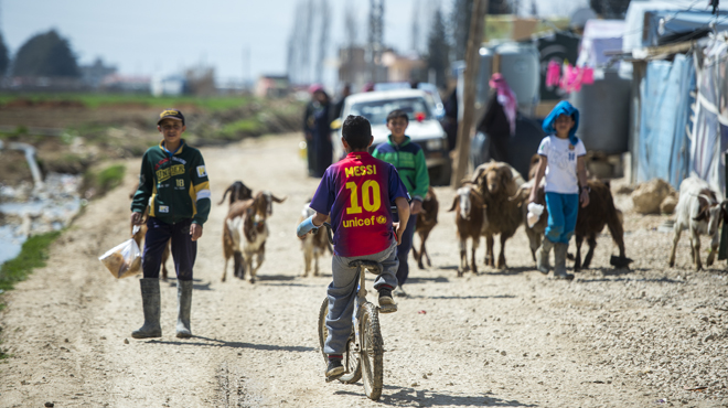 Futbolnet es una herramienta que fomenta a través del deporte la integración y la cohesión socialcreando las condiciones favorables para la prevención y solución de conflictos. En el Líbano este programa llegará a finales de 2017 a4.000 niños de 42 escuelas repartidas en seis regiones diferentes del país.