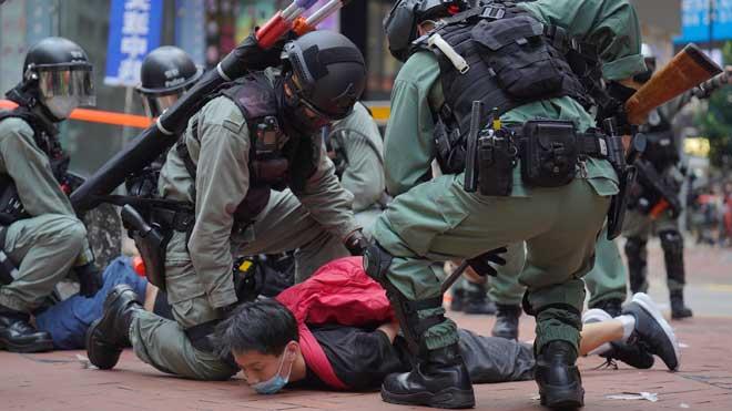 El debat sobre la llei de l'himne deixa 300 detinguts a Hong Kong