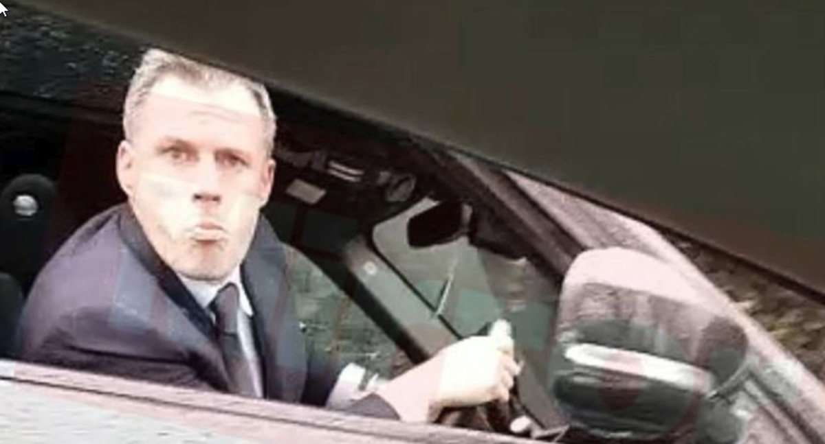 Jamie Carragher escupe desde su coche tras ser increpado por Vinnie Jones.