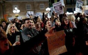 3.500 persones es manifesten a Barcelona pel gos abatut després de mossegar un agent