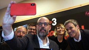 Basté, flanquedon por Vicent Sanchis, Cristian Trepat, Rosa Olucha y Rubén Mayoral, en la presentación de 'No pot ser!'.