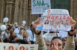 Médicos de Atencion Primaria de Andalucía durante una manifestación en Sevilla.