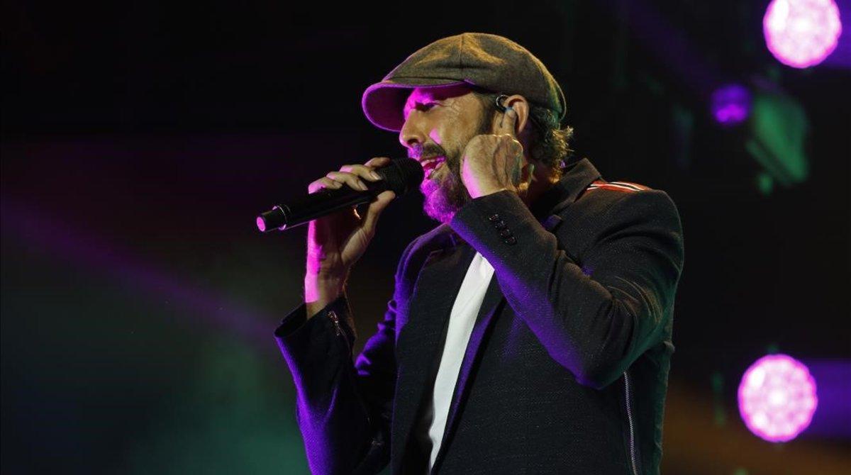 Juan Luis Guerra, durante su actuación en el Palau Sant Jordi de Barcelona, el pasado 24 de junio.