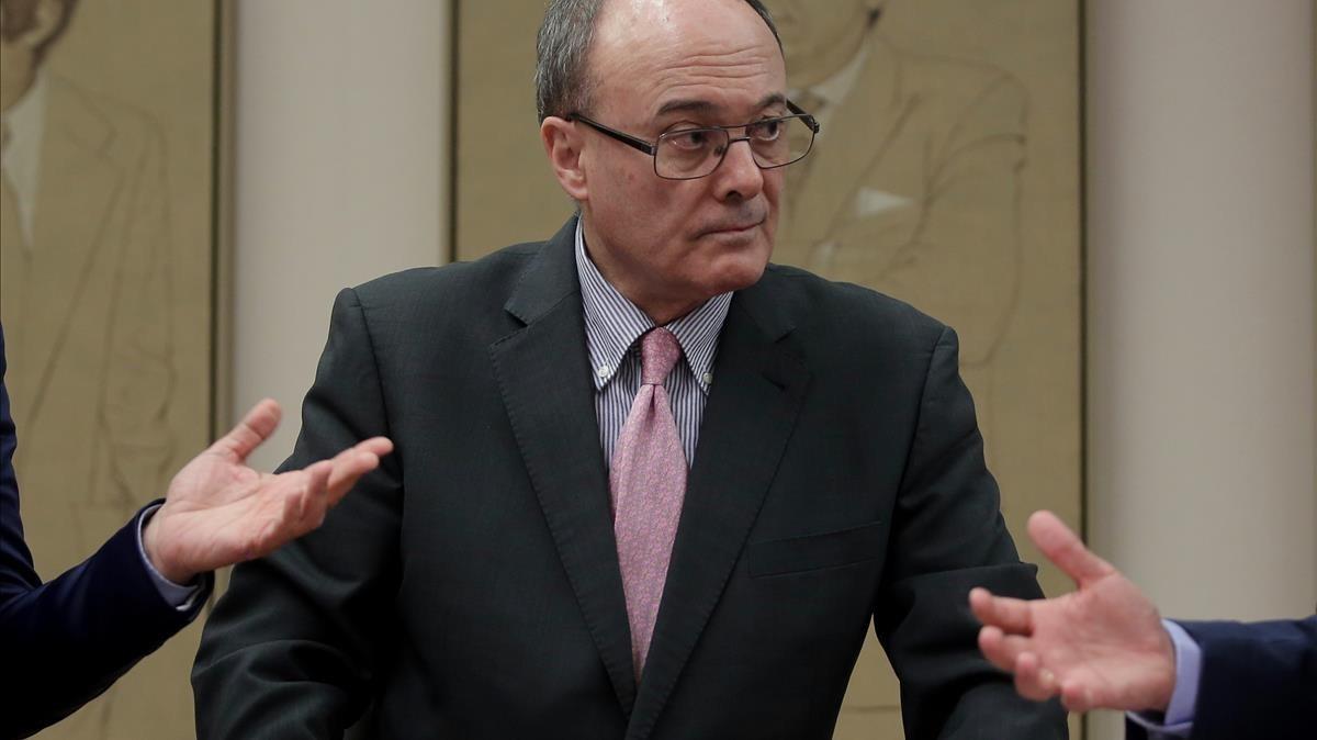 El gobernador del Banco de España, Luis María Linde, en la comisión de presupuestos del Congreso.