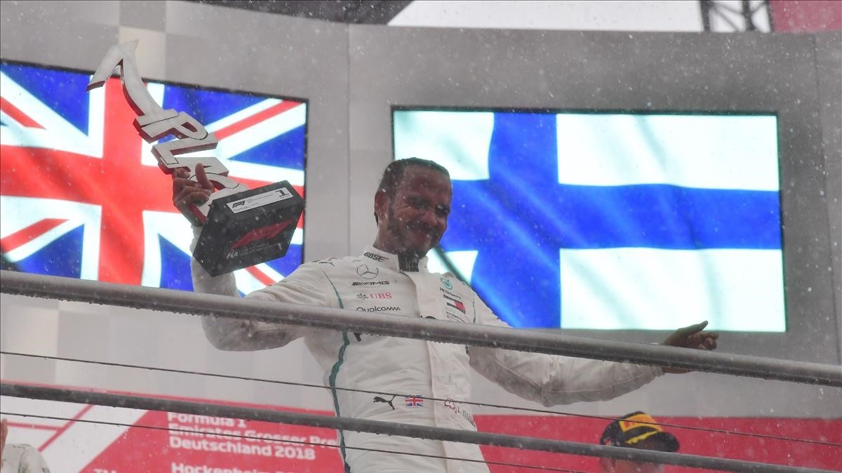 Lewis Hamilton, en el podio del GP de Alemania.