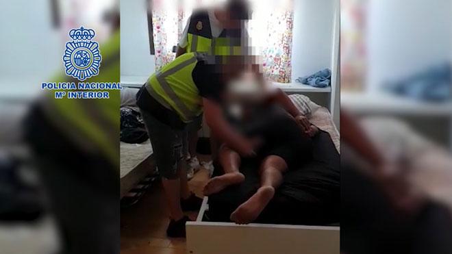 Los GEO liberan a un hombre secuestrado en un piso de Seseña (Toledo).