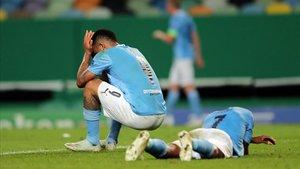 Los jugadores del Manchester City, desesperados tras el partido.