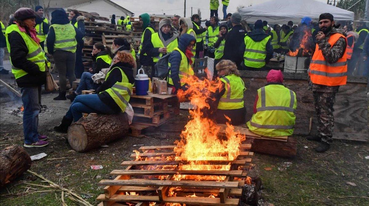 Los manifestantes durante un bloqueo en Frontignan, en el sur de Francia.