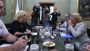 Reunión entre la delegada del Gobierno en Madrid, Concepción Dancausa, y la alcaldesa, Manuela Carmena, este martes para reforzar las medidas de seguridad.