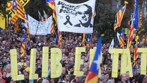 Manifestación independentista en Barcelona en rechazo a la sentencia del 1-O y para pedir la libertad de los presos.