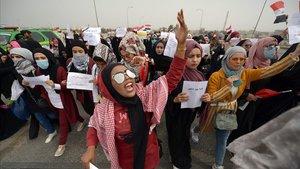 Protesta de mujeres contra el Gobierno este miércoles en la ciudad de Nayaf.