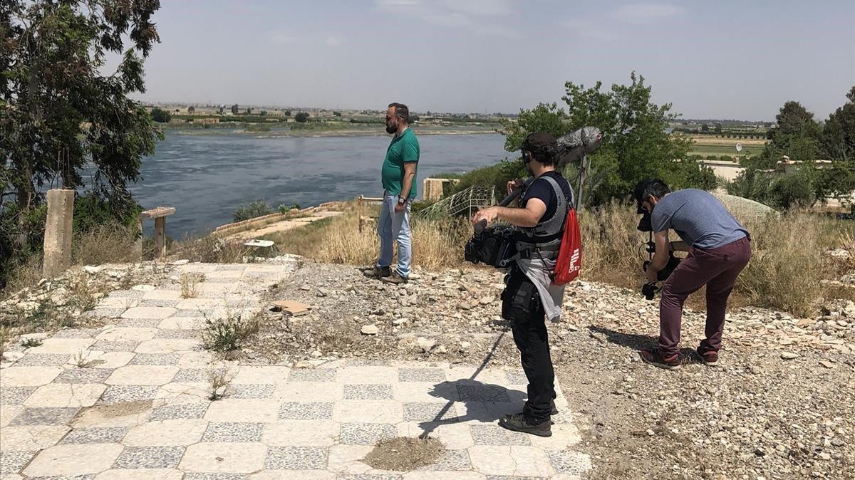 Marc Marginedas en Raqqa, en las ruinas de la casa donde transcurrió parte de su cautiverio.