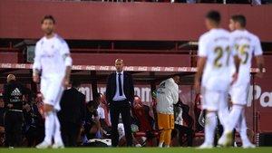 Zinedine Zidane, en el banquillo visitante en el Mallorca-Madrid (1-0).
