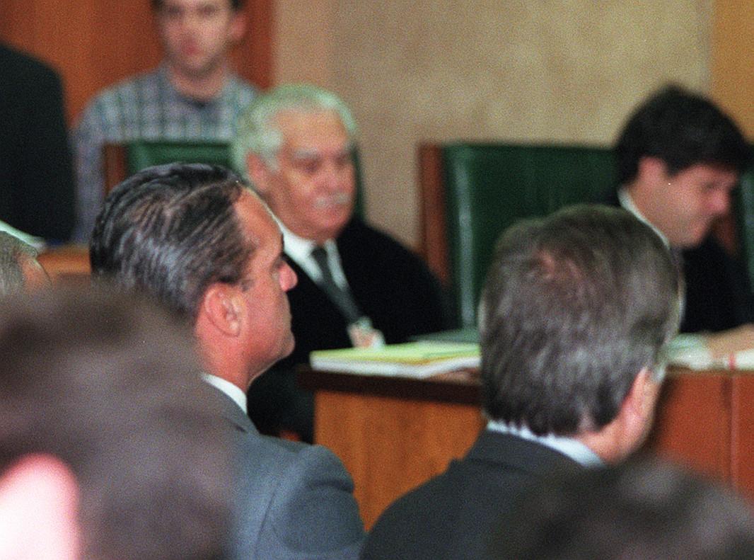 Mario Conde en el banquillo de la Audiencia Nacional por el juicio del caso Banesto, en diciembre de 1997.