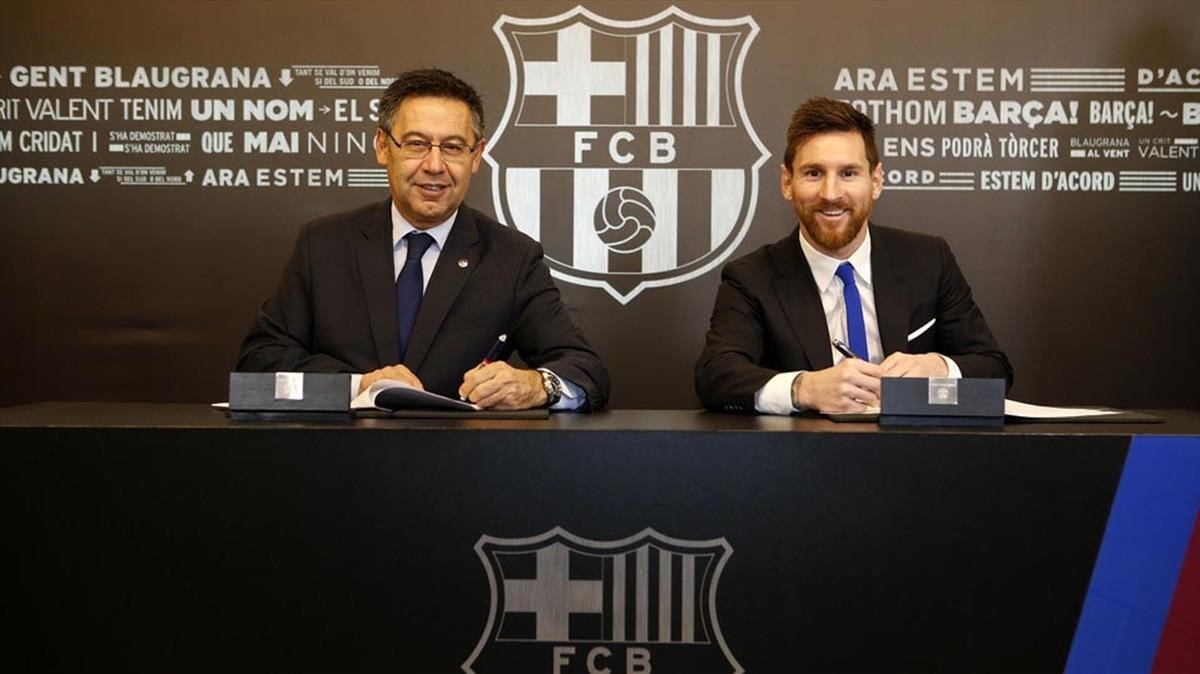 Messi y Bartomeu, en la firma de renovación.