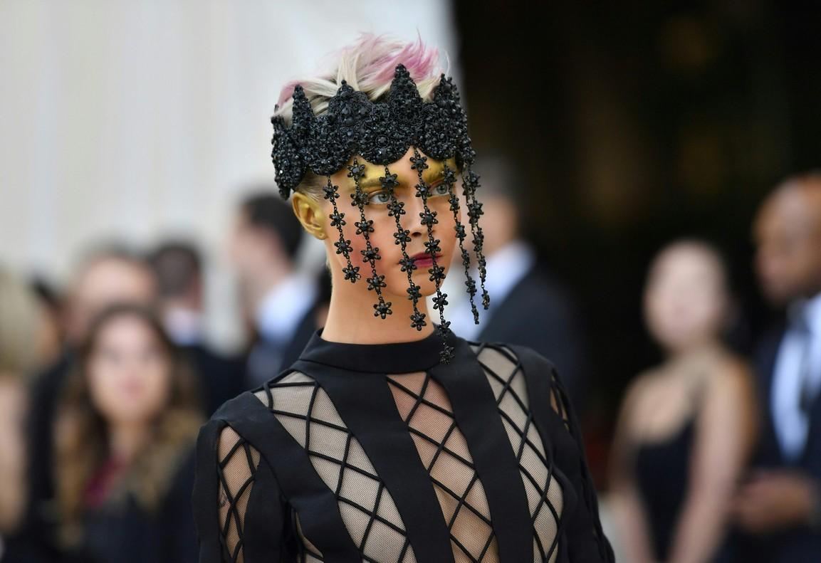 Cara Delevingne con un alta costura de Dior.
