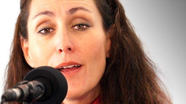 Clara Montes cantó en el 2013 Volé, una letra de Antono Gala que incluye en elespectáculo Del alma a Lorca.