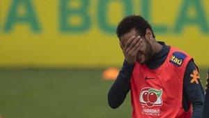 Neymar, en un entrenamiento de la selección brasileña en Granja Comary.