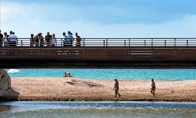 El nou pont que salva la riera dels Canyars, a Gavà Mar, ahir.