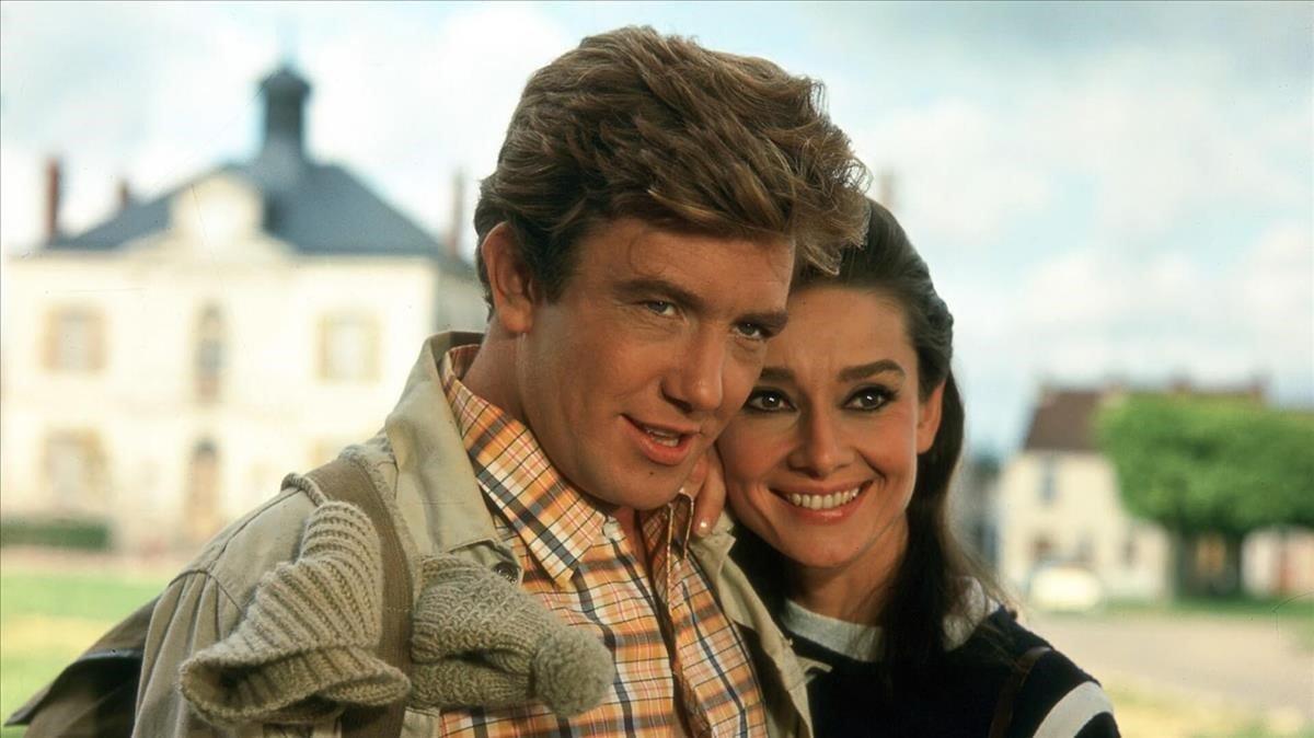 Albert Finney y Audrey Hepburn en Dos en la carretera.