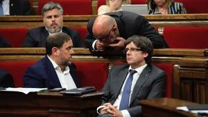 Oriol Junqueras y Carles Puigdemont, en septiembre del 2017, en el Parlament.