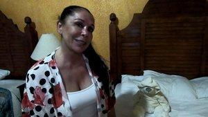 Isabel Pantoja muestra lo que lleva en su maleta para 'Supervivientes'