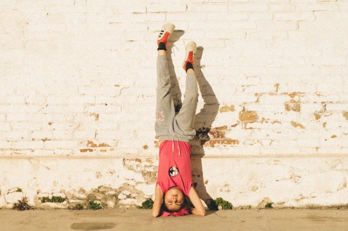 A Paula, la hija de Teo Trujillo, le gusta jugar al aire libre.