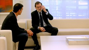 Pedro Sánchez y Mariano Rajoy, este lunes en la Moncloa.