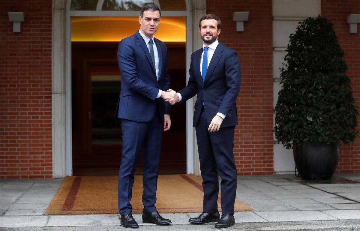 Pedro Sánchez y Pablo Casado, en La Moncloa.