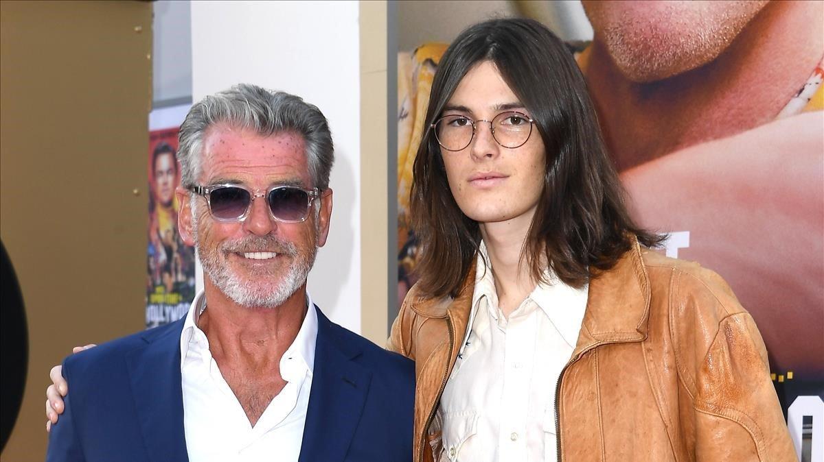 Pierce Brosnan y su hijo Dylan, en la presentación de 'Érase una vez... en Hollywood'.