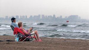 Playa de la Malvarrosa, una de las zonas costeras que se han cerrado por presencia de bacterias