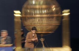 GRA313. MADRID, 21/12/2012.- Un niño de San Ildefonso durante el ensayo del Sorteo de Navidad 2012, que tendrá lugar mañana en el Teatro Real de Madrid. EFE/Kiko Huesca