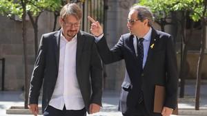 El president de la Generalitat, Quim Torra, antes de reunirse con Xavier Domènech, coordinador general en Catalunya de En Comú Podem.