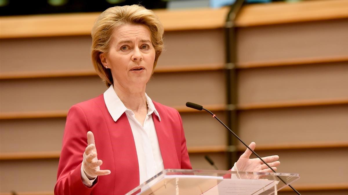 La presidenta de la Comiisión Europea, Ursula Von del Leyen, durante su comparecencia en la Eurocámara sobre la crisis del coronavirus.
