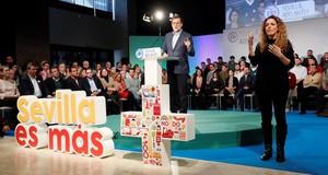 Rajoy durante su intervencion en la clausura de un acto del PP de Sevilla .