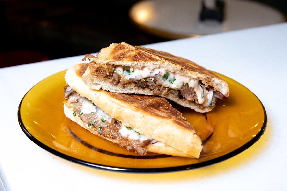 Bocadillo de carrillera, gorgonzola y 'rösti' de patatadel chef de Entrepanes Díaz, Joel Climent.