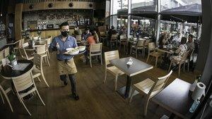 Restaurante en La Maquinista en el inicio de la fase 2 en Barcelona
